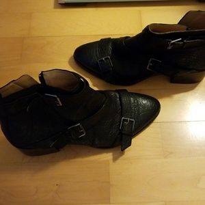 Size 9 black leather boots